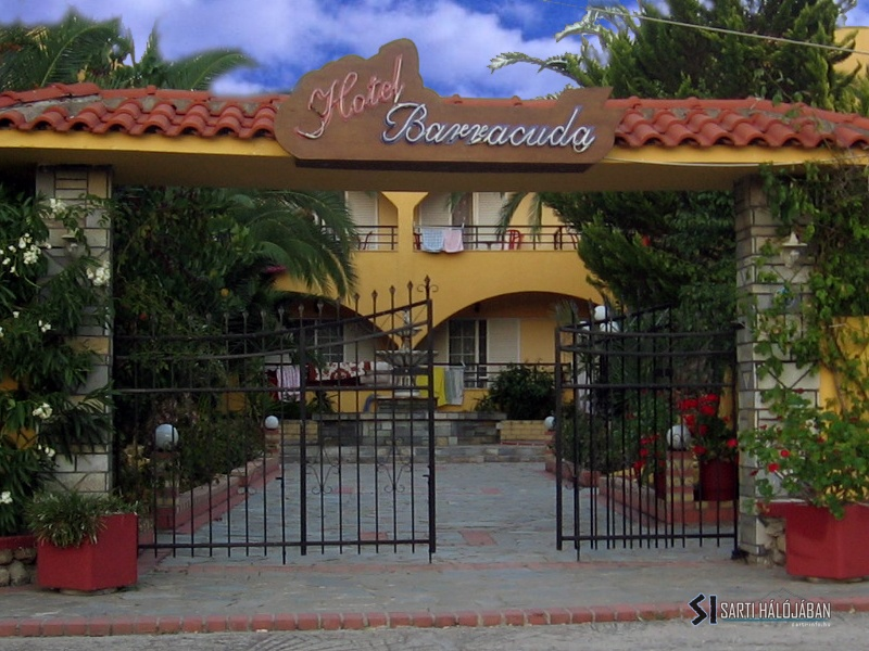 Barracuda Hotel, Sarti