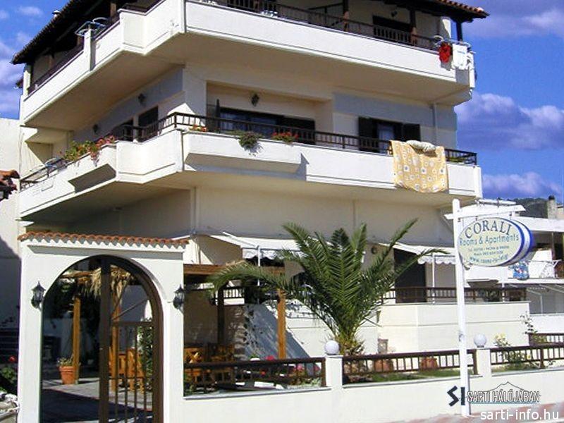 Corali Hotel, Sarti