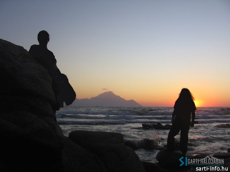 Napfelkelte a szikláknál
