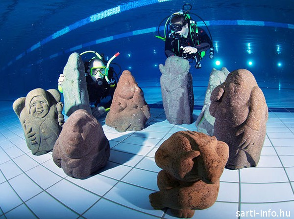 Szoborkiállítás a víz alatt