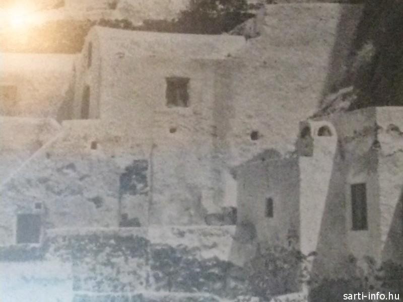 Kikládok: Barlangházak