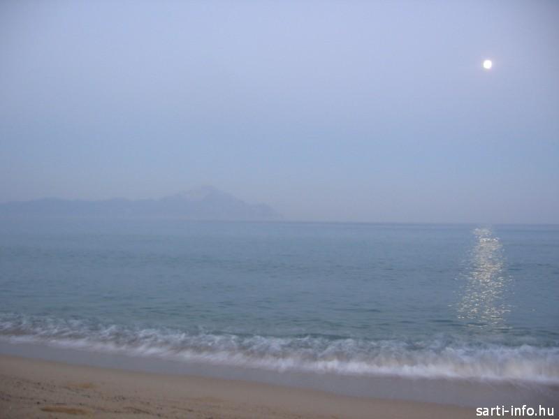 Sarti holdfényben