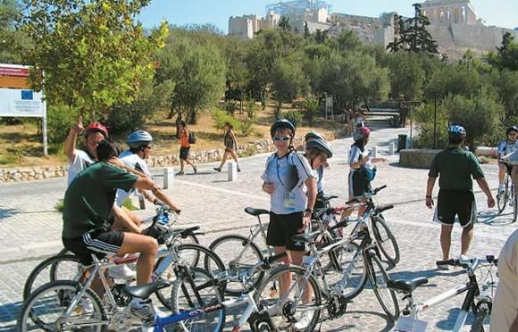 Biciklisek az Akropolisznál (Kerékpárút épül Athénban)