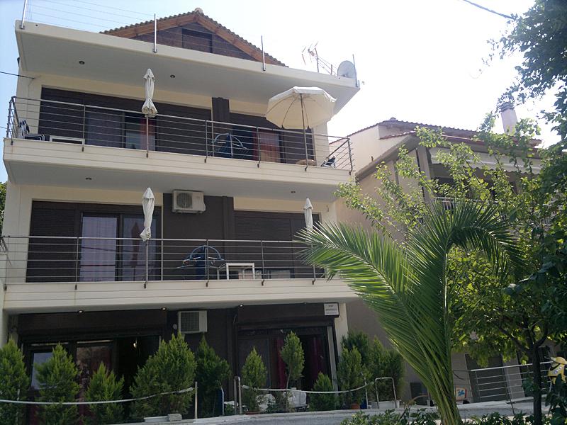 Kipriotis apartmanház, Sarti