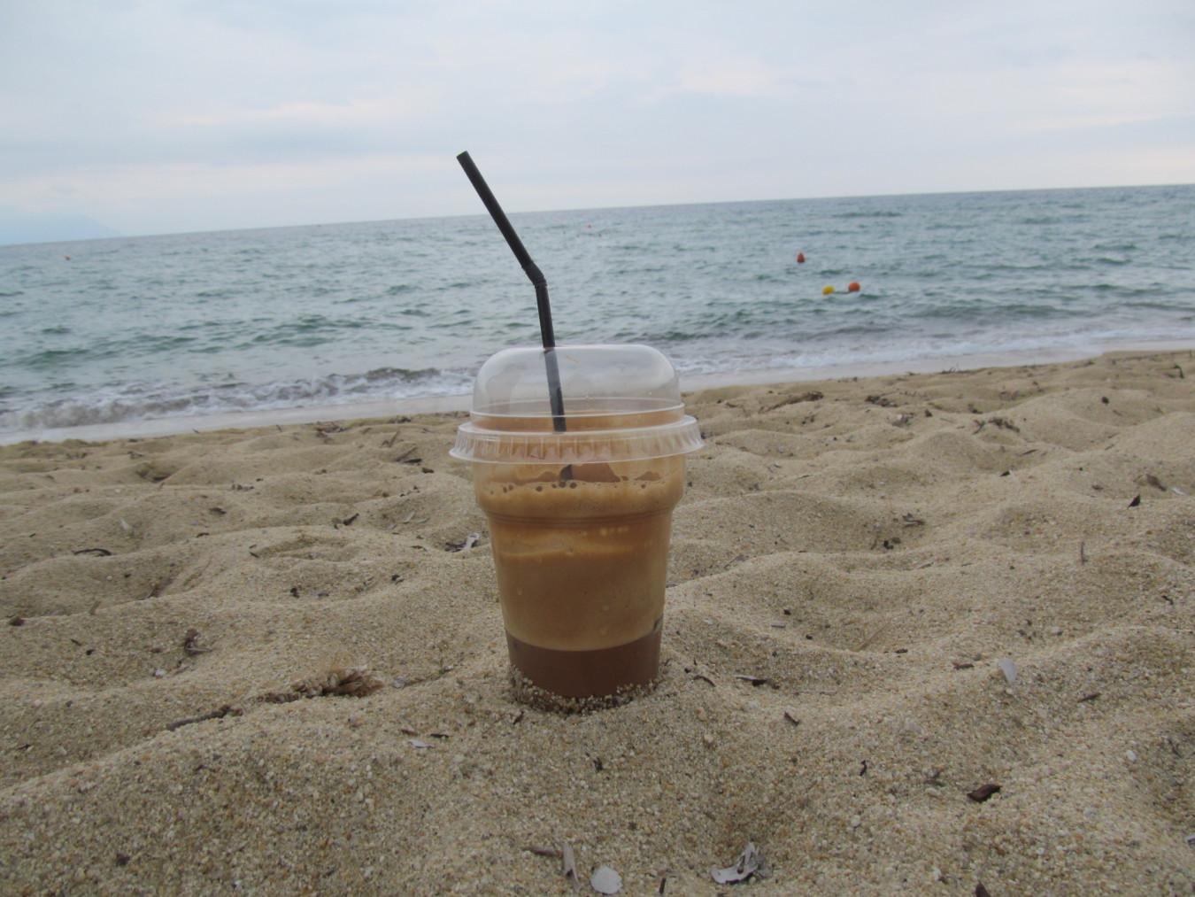 Frappé a homokban