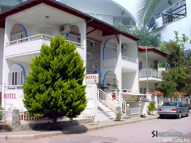 Azalea Hotel, Sarti