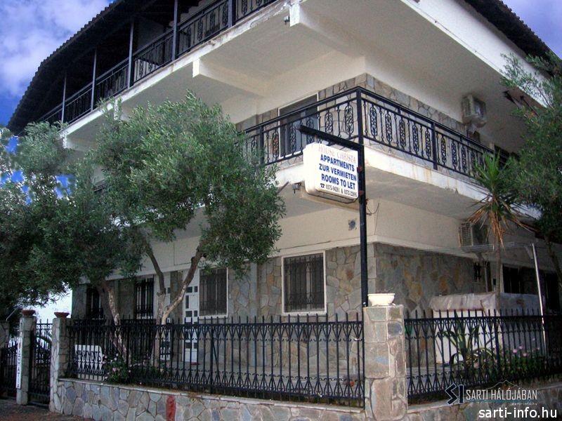 Christa Apartmanház, Sarti