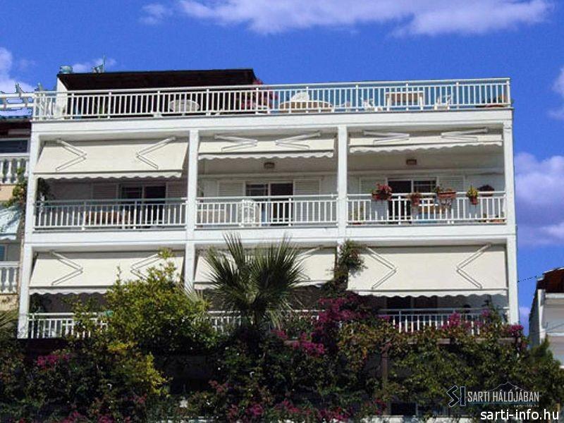 Despina Apartmanház, Sarti