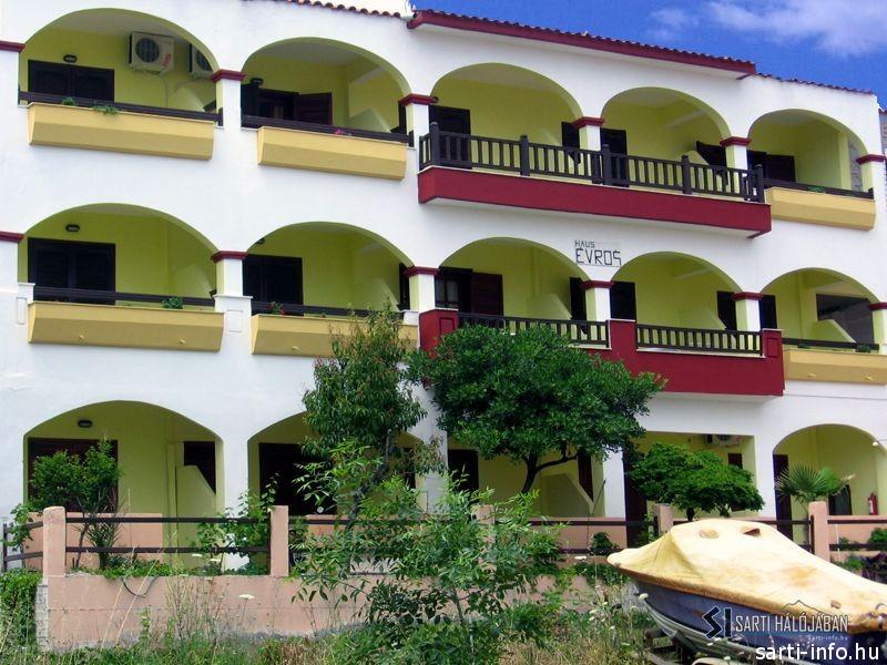 Evros Apartmanház, Sarti