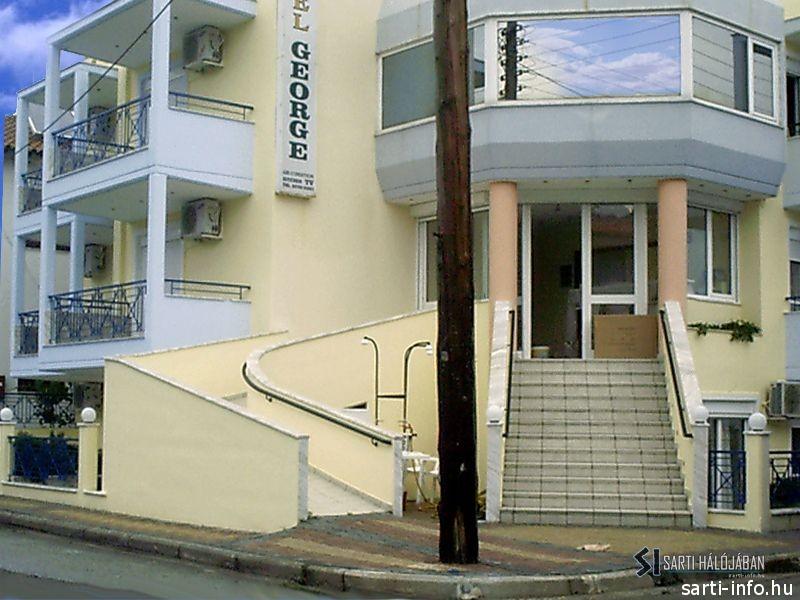 George Hotel, Sarti