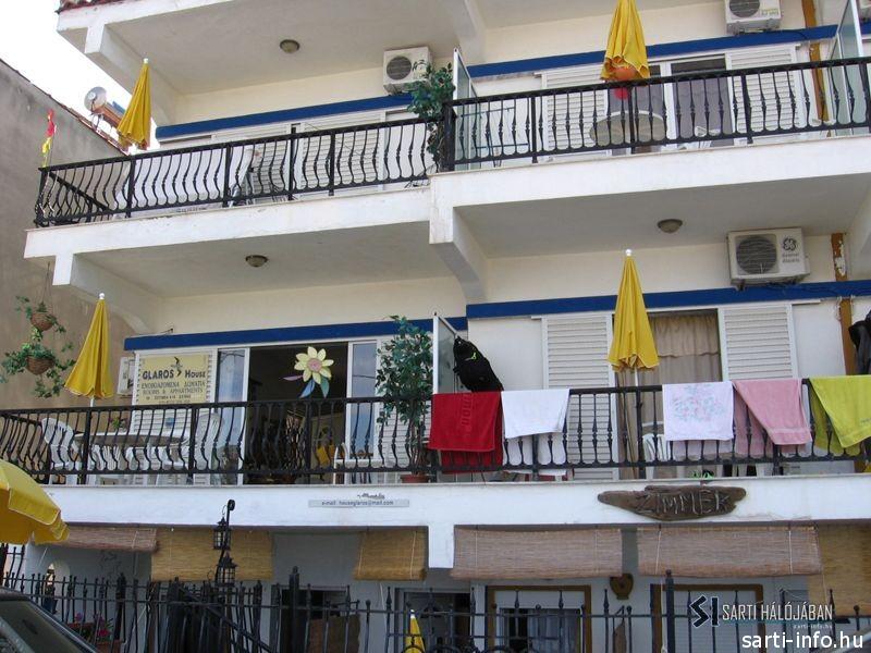 Glaros Apartmanház, Sarti