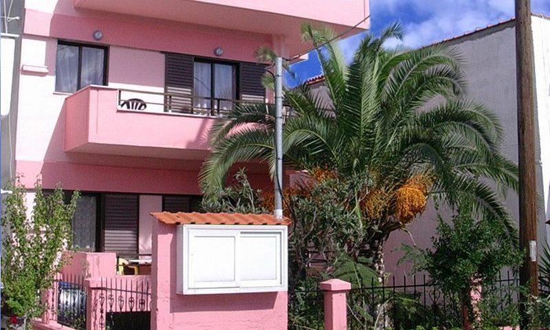 Kiki Ház, Sarti