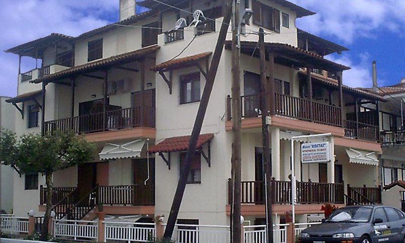 Kostas Ház, Sarti