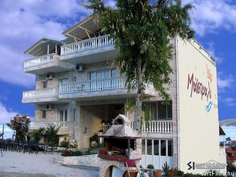 Hotel Maistrali, Sarti