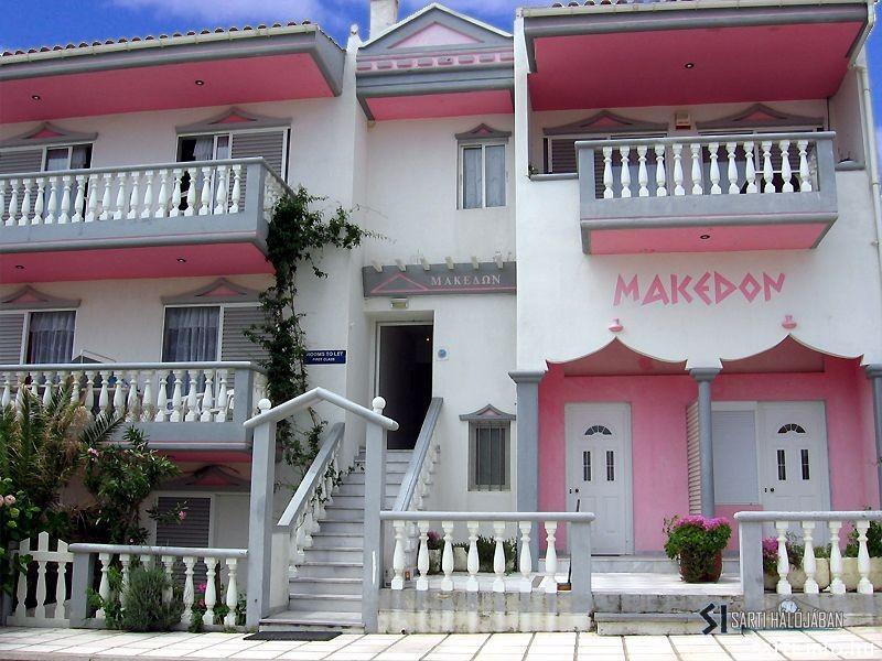 Makedon Hotel, Sarti