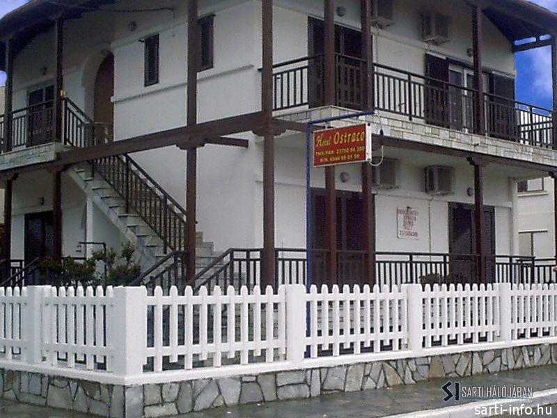 Hotel Ostraco, Sarti