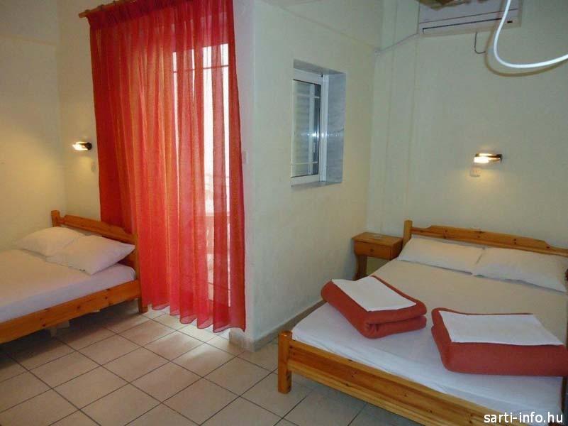 Panorama Triphon apartman szobája, Sarti