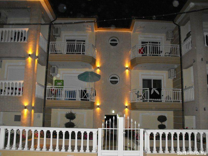 Spanos Apartmanház, Sarti