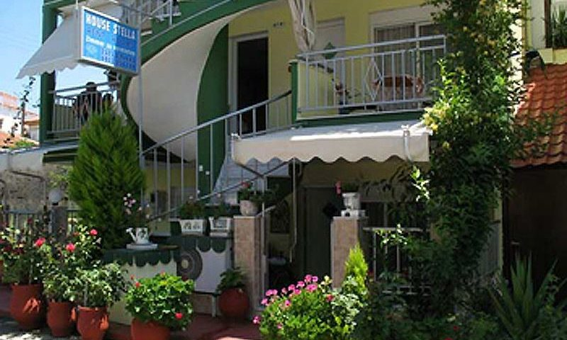 Stella Apartman, Sarti