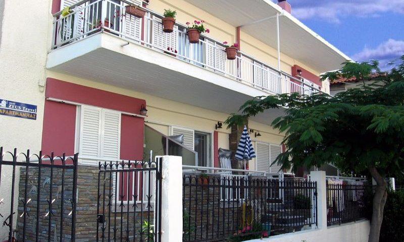 Stratos Apartmanház, Sarti