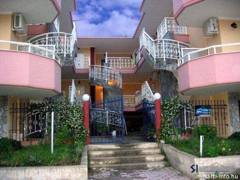 Tassula Apartman, Sarti