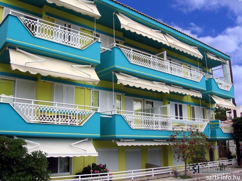 Theodora Apartmanház, Sarti