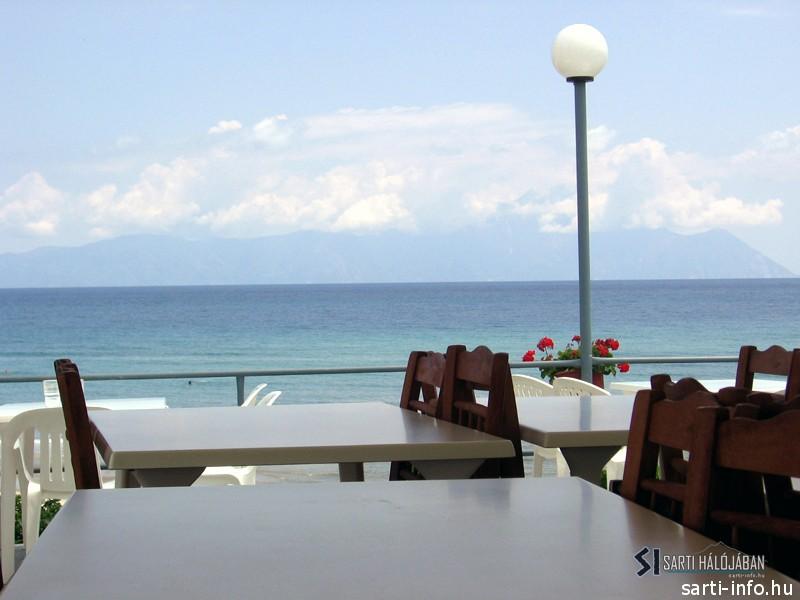 Asztalok a Paradisoban
