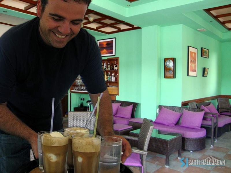 Cafe Paps Sarti, Christos