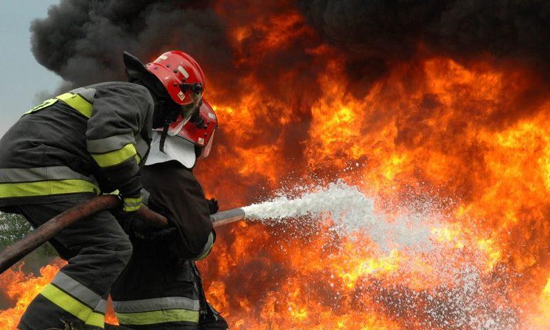 Tűzoltók munka közben