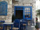 Hydra: Kék ablak, kék székek