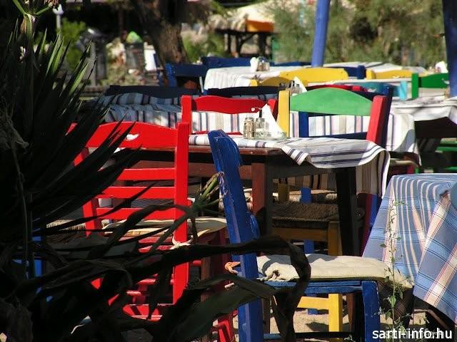 Színes székek