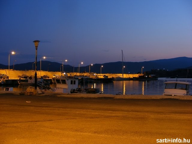 Halászkikötő este