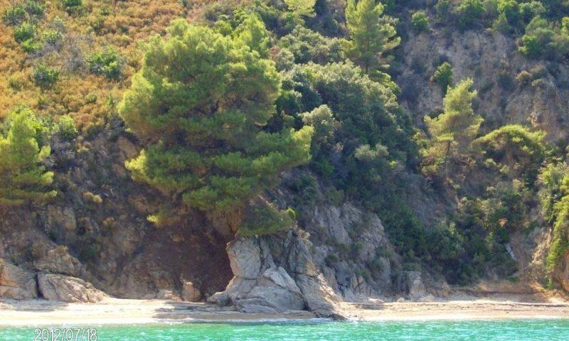 A csodálatos Itamos hegység a tenger felől