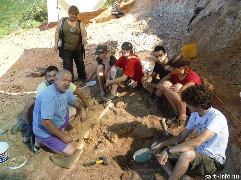 Evangelia Tsoukala régész csapatával
