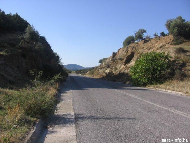 A Sartiról Sykia felé vezető út