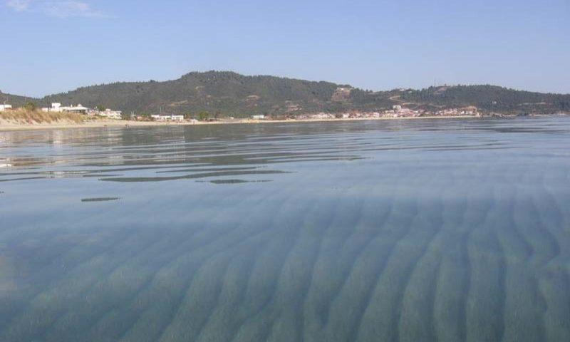 Sarti és hullámmentes víztükre