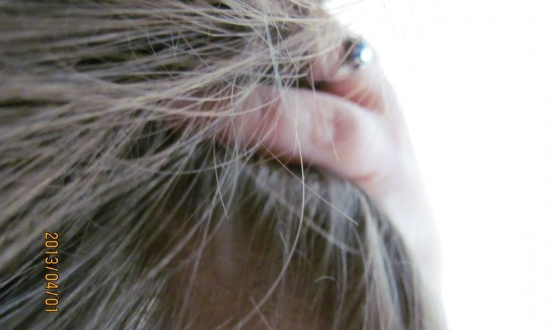 Kéz a hajban