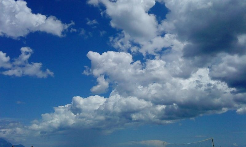 Felhők a tenger felett