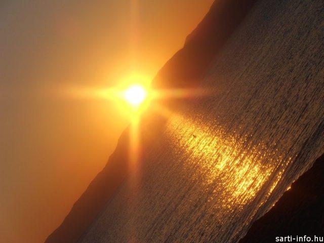 A napfelkelte aranyhídja