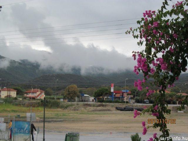 Felhők Sarti öbölben