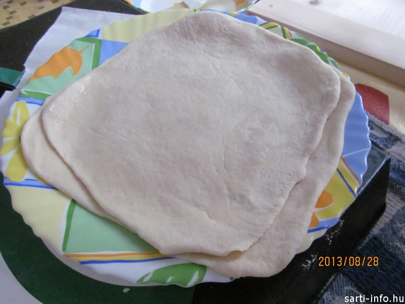 A kinyújtott pita tészta