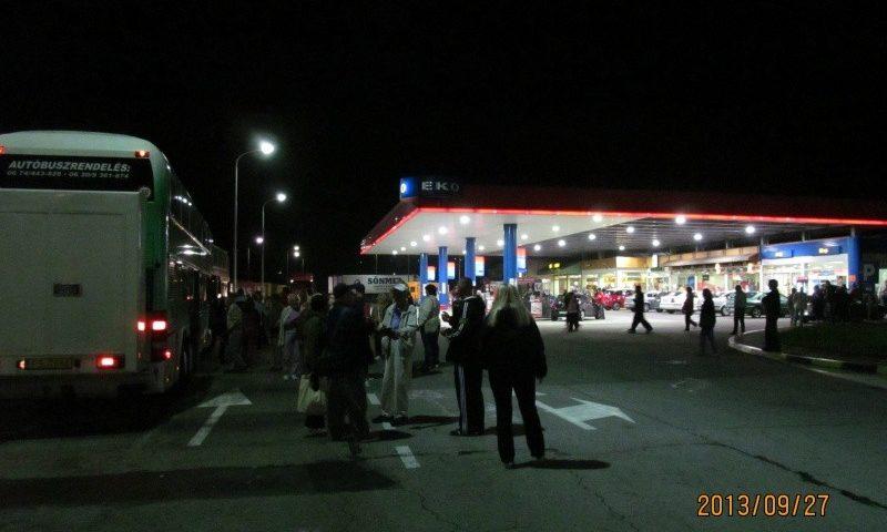 Busz az EKO benzinkútnál