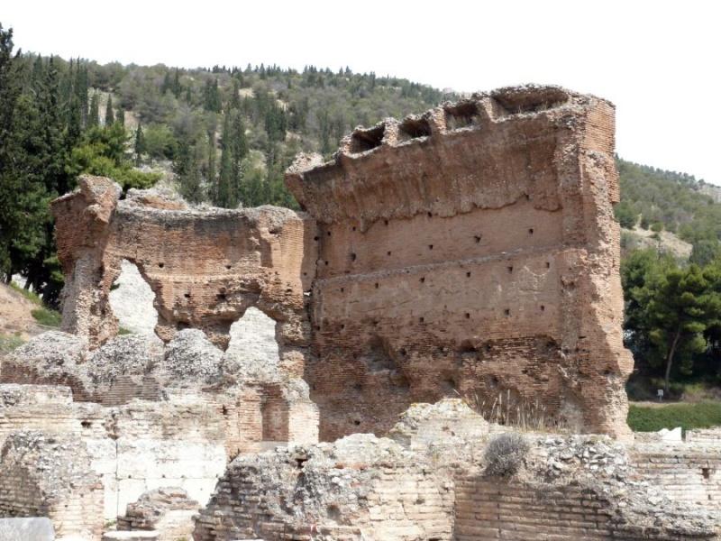 Római boltíves építészet Peloponnészoszon