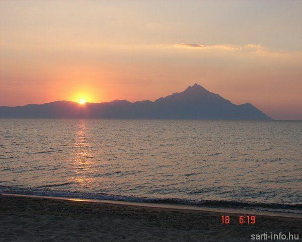Napfelkelte a Szent-hegy mögül