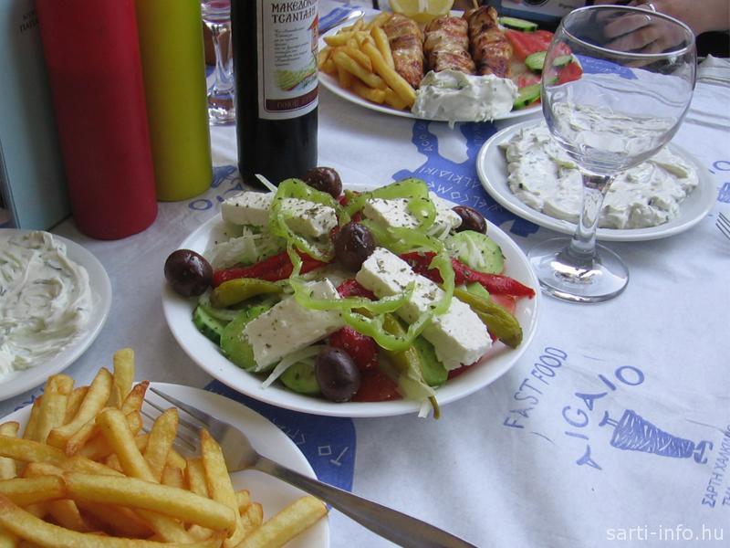 Görög ételek: görögsaláta, sültkrumpli, souvlaki, tratziki