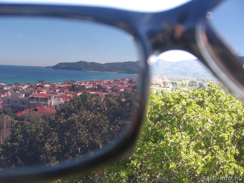 Sarti napszemüvegben
