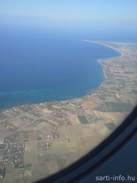 A tenger a repülőről