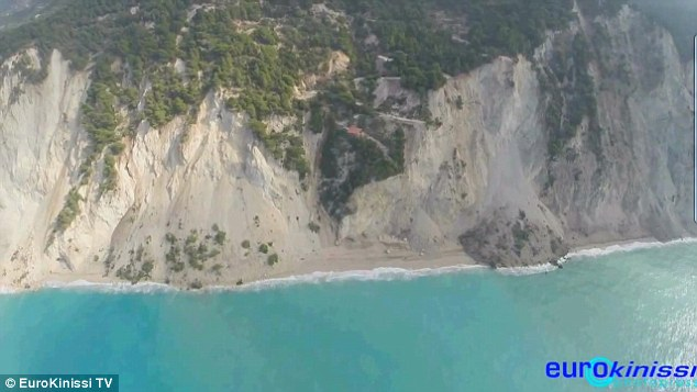Egremni Beach a földrengés után