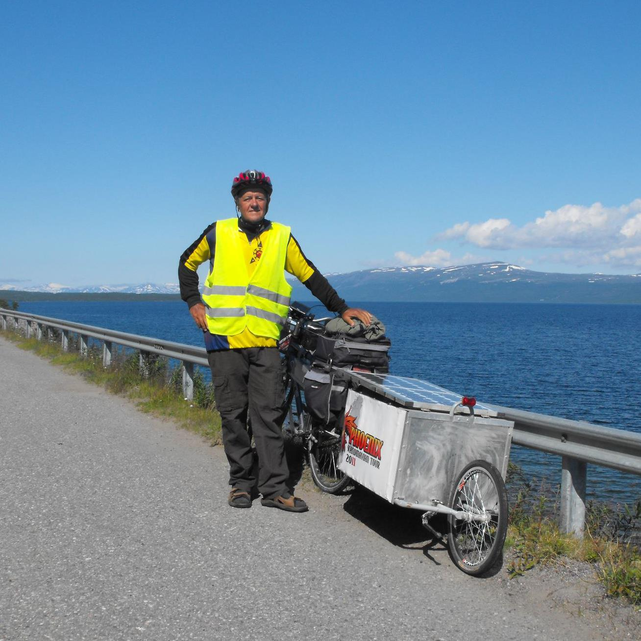 Böde László kerékpárjával