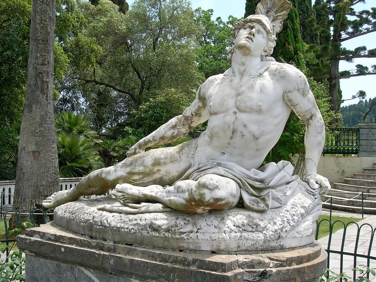 Akhilleusz szobra Korfu szigetén